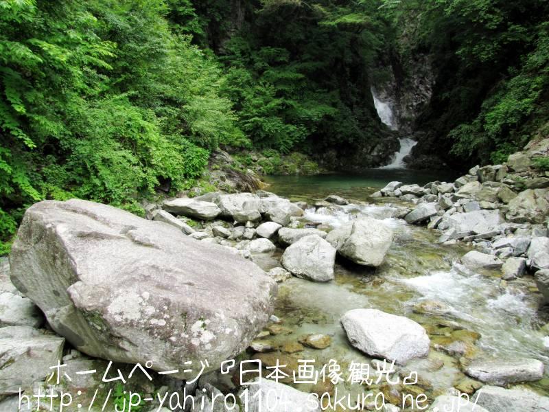 山梨・日本の名水百選、尾白川渓谷2