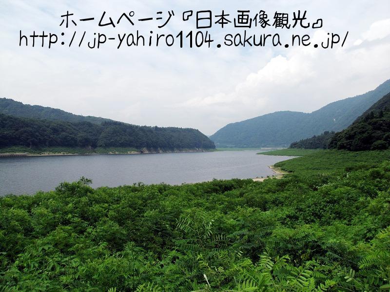 岩手・緑の中の錦秋湖