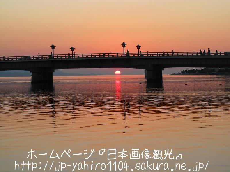島根・松江市街の松江大橋と夕日1