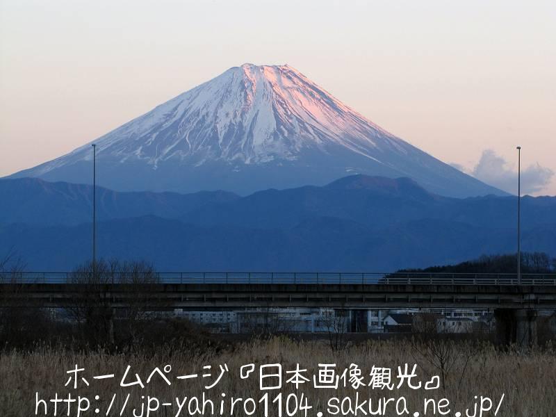 山梨・夕焼け色の富士山