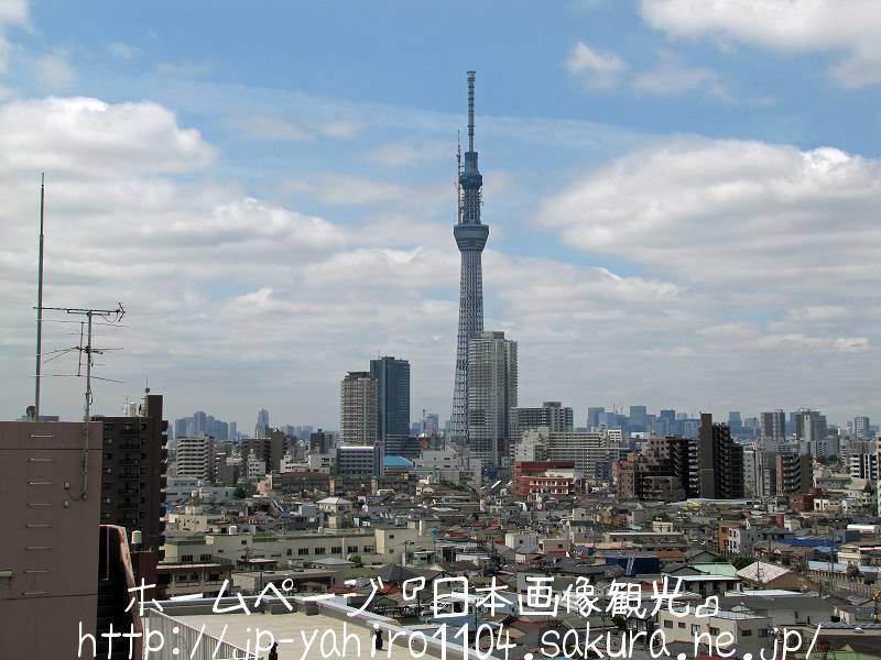 東京・クレーン解体中の東京スカイツリー1