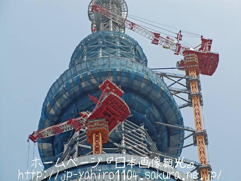 東京・クレーン解体中の東京スカイツリー3