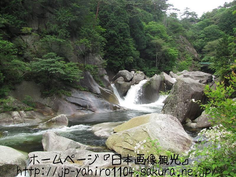 山梨・甲府、緑の中の昇仙峡1
