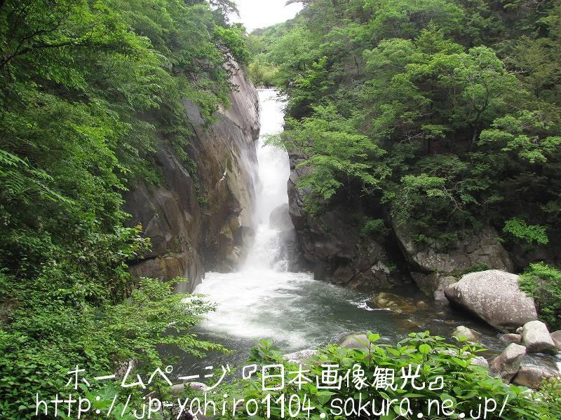 山梨・甲府、緑の中の昇仙峡2