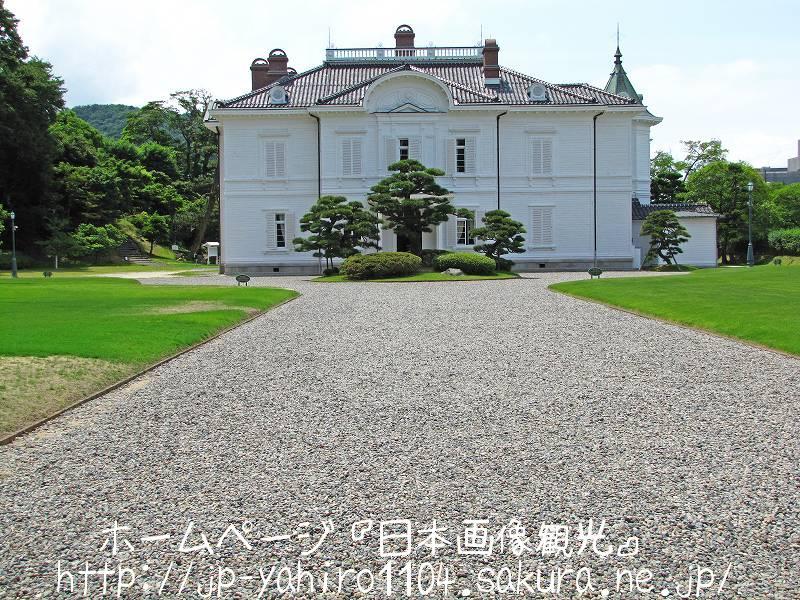 鳥取・鳥取城跡の前に建つ仁風閣1