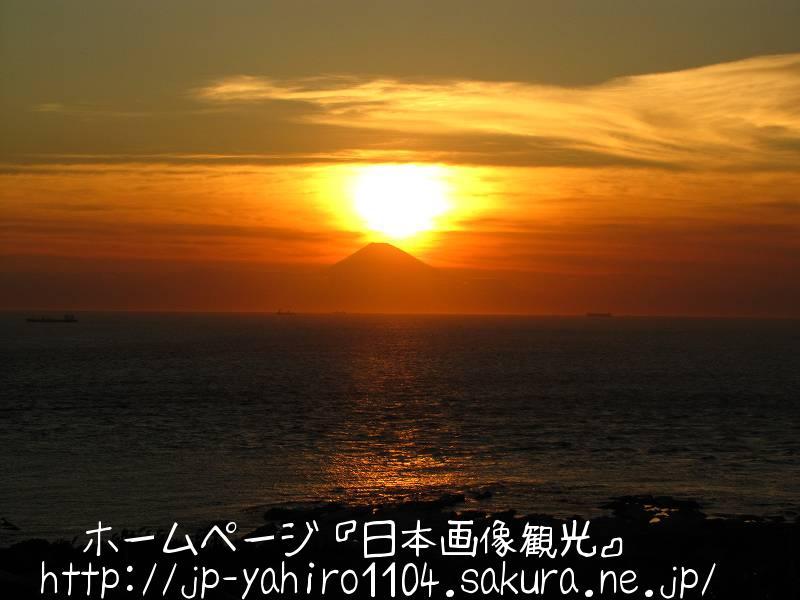 千葉・洲の崎灯台と富士山シルエット付き夕日3