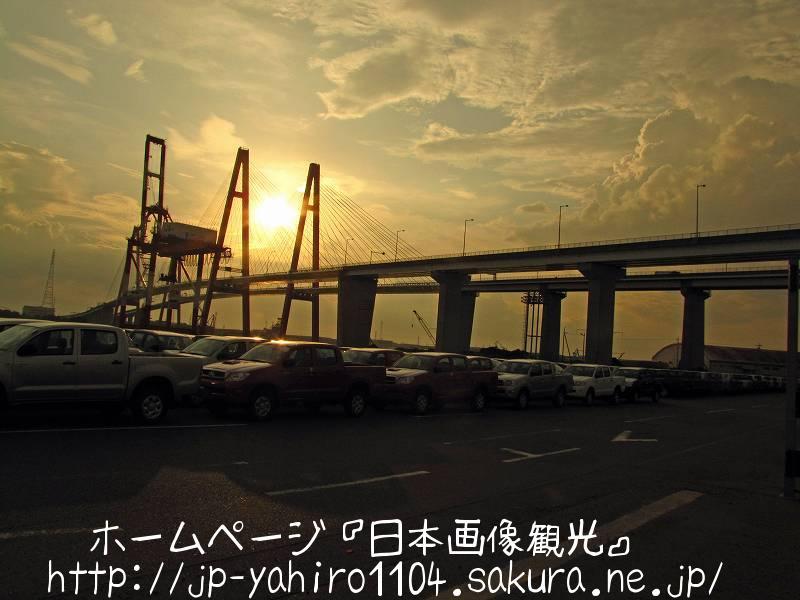 愛知・夕暮れの名古屋港・金城埠頭2