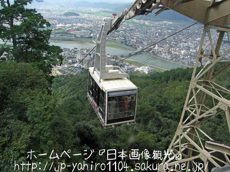 岐阜・岐阜城へと登るロープウェイ
