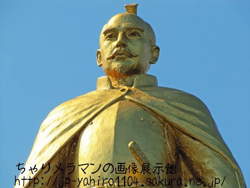 岐阜・JR岐阜駅前の信長像1