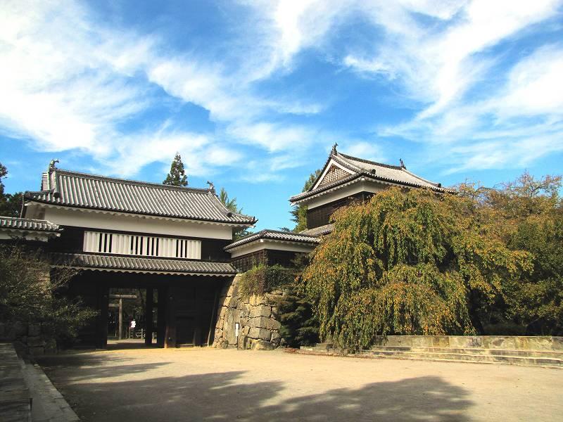 長野・真田家の本拠地、上田城櫓門