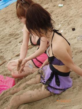 海でおっぱいポロリ女子高生