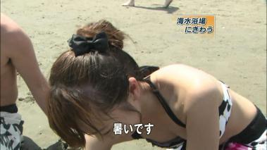 海で乳首ポロリ