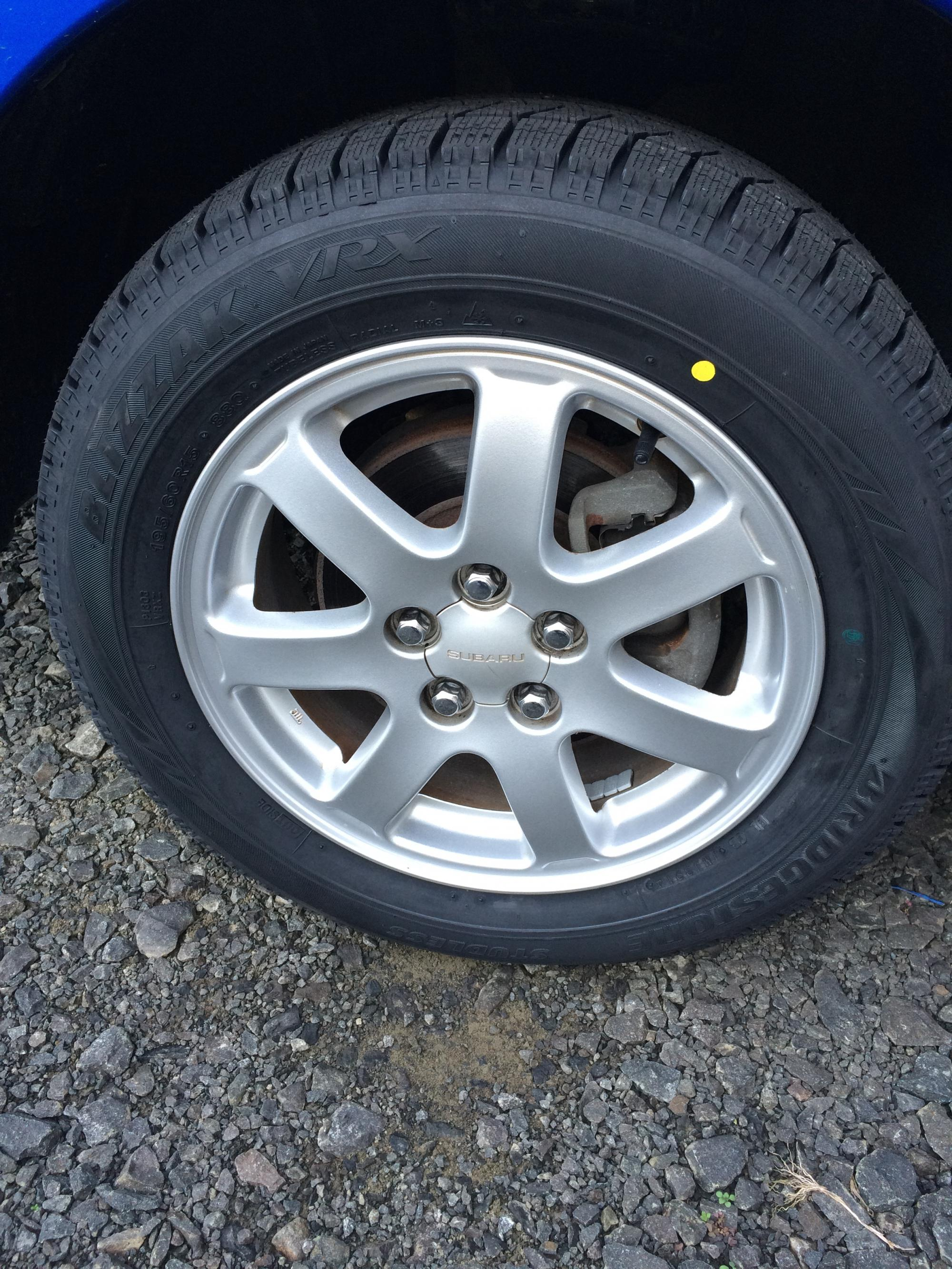 近くのコスモ石油でスタッドレスタイヤを装備完了!!03