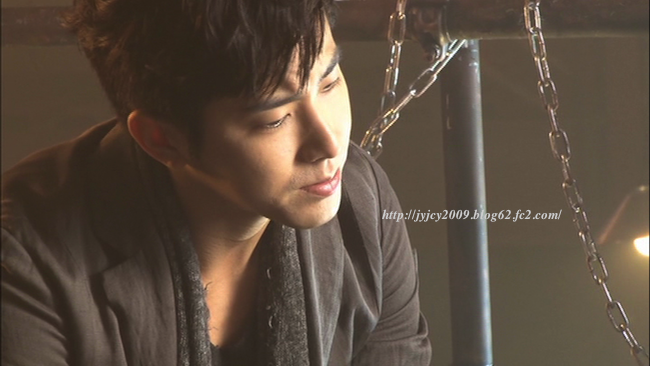 11-tvxq1130duet-making-7-1.png