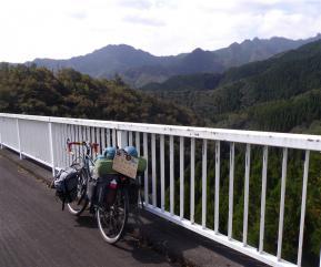 景色と自転車