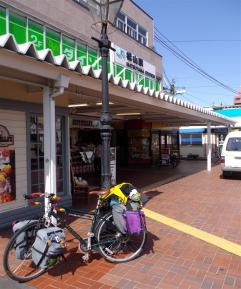 松山駅と自転車