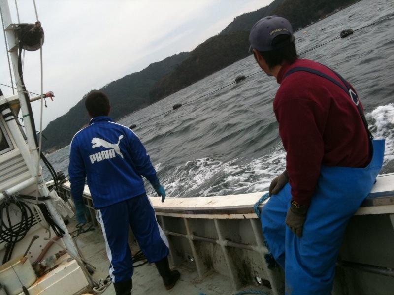 漁師さんのご厚意で船に乗せていただきました