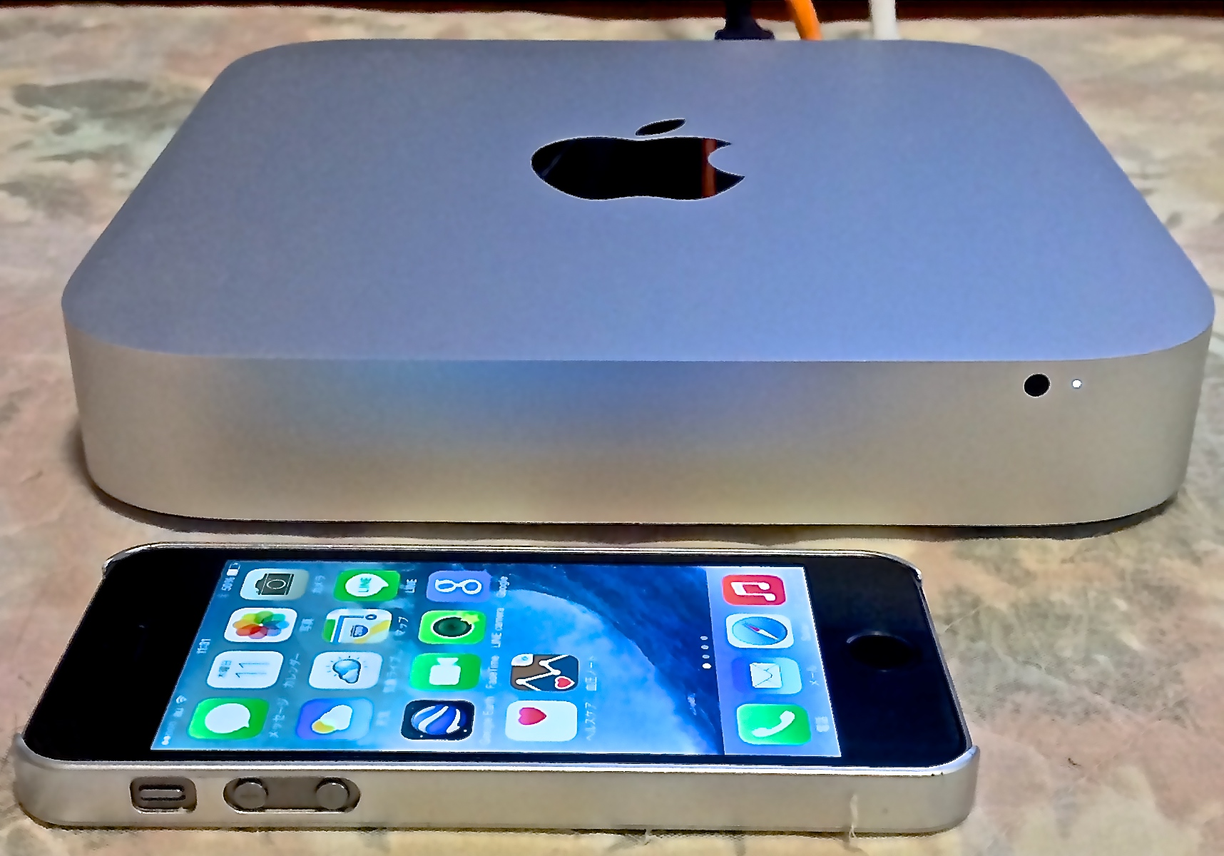 Mac mini と iPhone