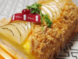 洋ナシのロールケーキ。