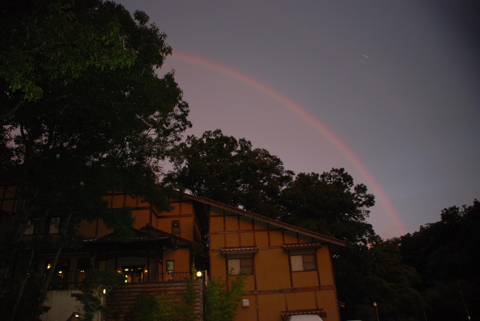 夕暮れの虹1