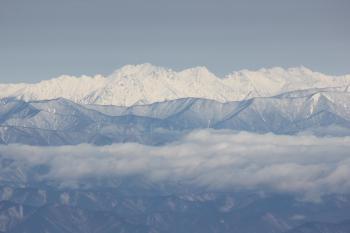 甲斐駒ケ岳より望む槍・穂高連峰。