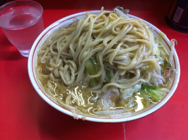 ラーメン二郎 三田本店 小ラーメン ニンニクアブラカラメ 麺