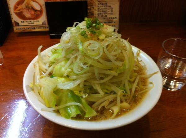 ほめられてのびる店 新川栄太郎 新川二郎ラーメン+にんにくペーストまし