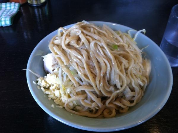 ラーメンマシンガン 汁なし(醤油) 麺