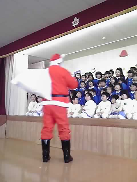 サンタが幼稚園にやってきた