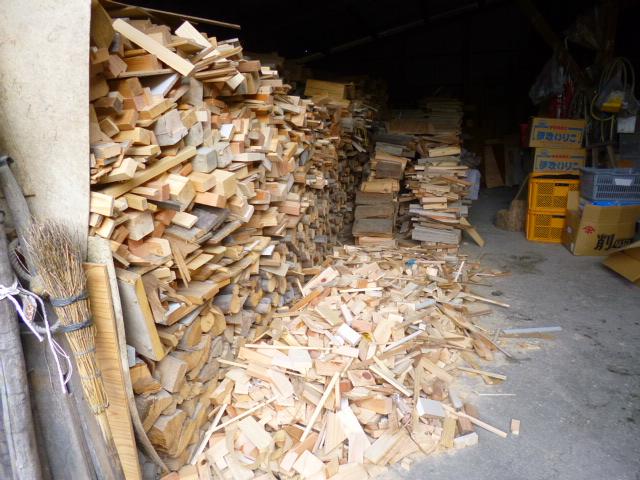 実はこんな風に薪で炊いてるんですね