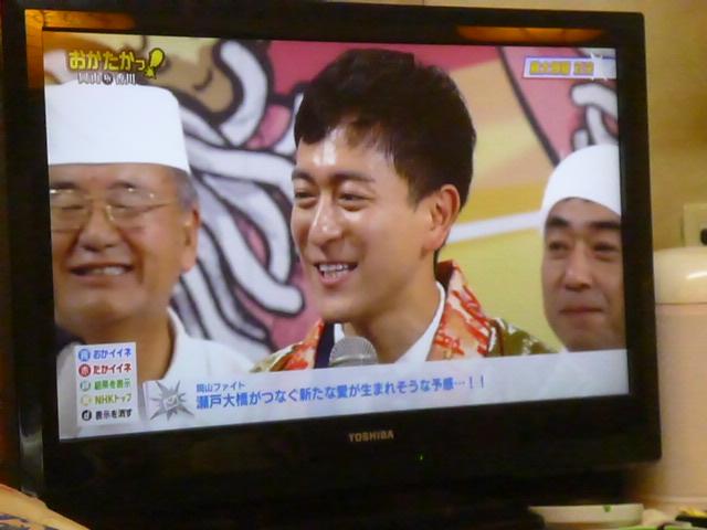 篠山輝信さんは香川チームのサポーター 店長が疲れた顔で見切れてます