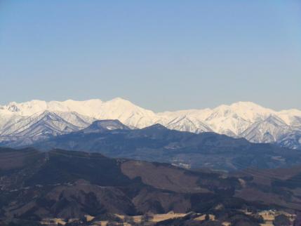 谷川岳と朝日岳の間に巻機山