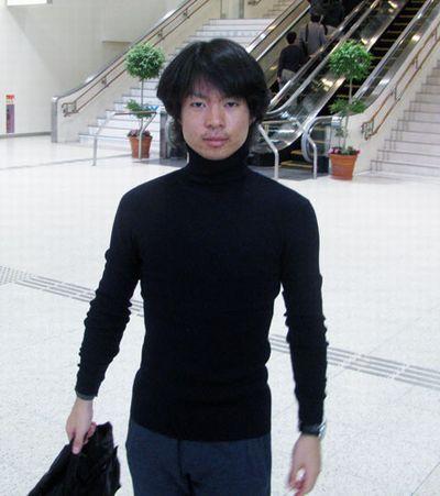 2014.10.22 日刊スポーツ 伊丹空港から出発(小)