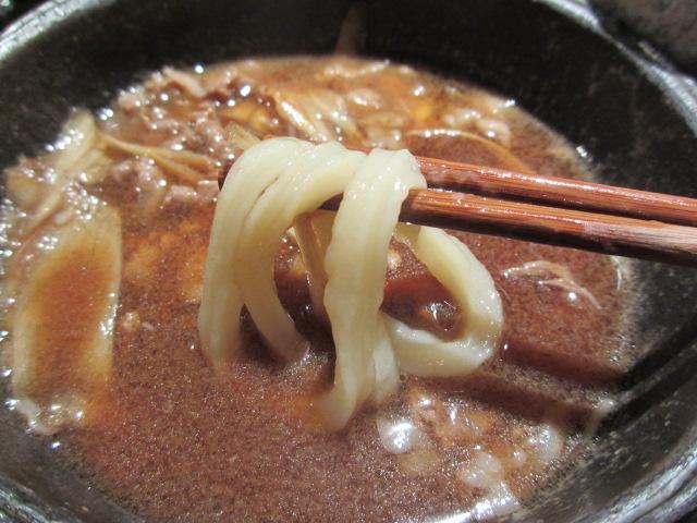山元麺蔵 牛と土ゴボウのつけ麺 麺を持ち上げ2