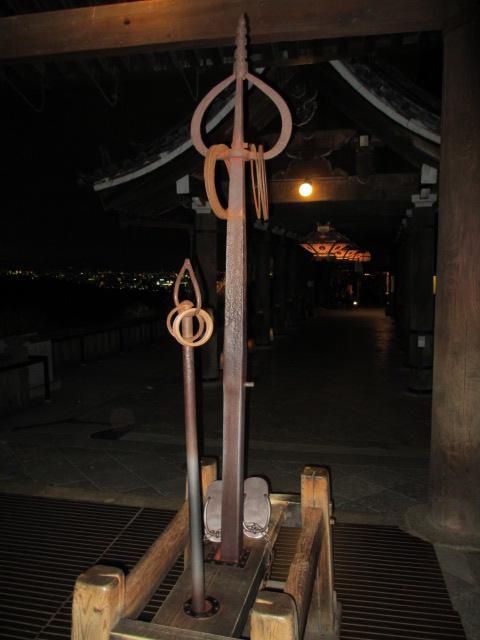 清水寺 弁慶の鉄下駄と錫杖