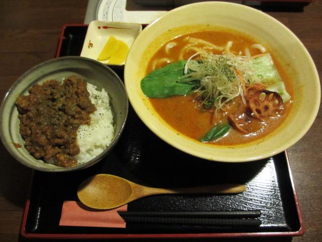 玉家 とまとカレーうどん(+ キーマカレー丼セット)
