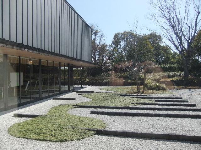 記念館中庭