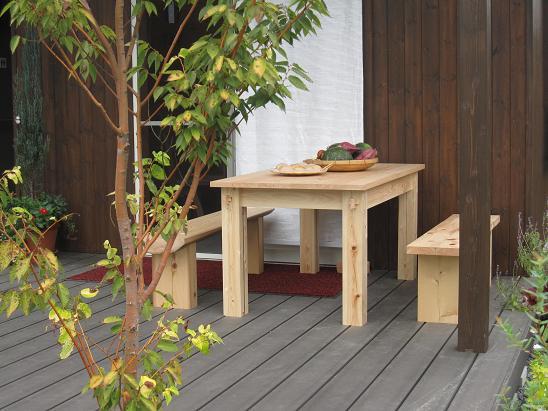 桧のテーブルと椅子(ベンチ)