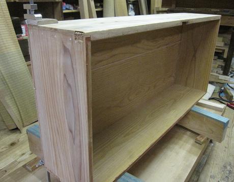 箪笥、漆塗り直し木地修理、引出しの締め付け