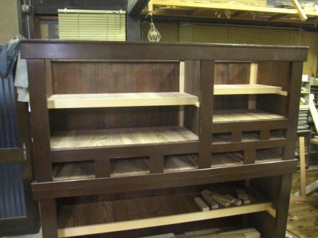 水屋箪笥、棚板を新しくして修理