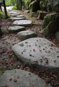 堀庭園の飛石