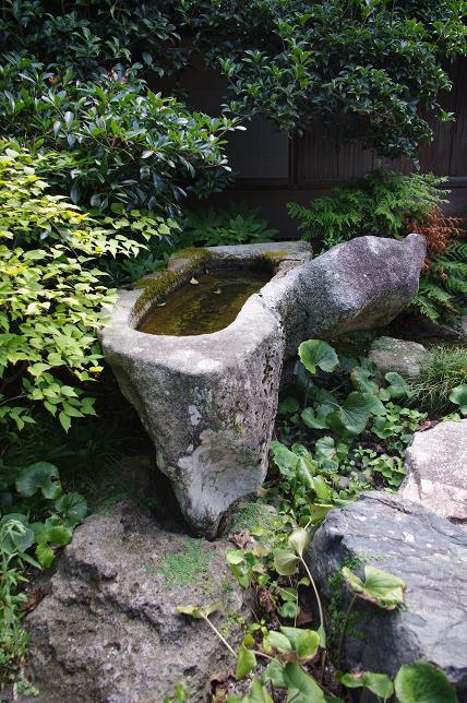 八雲本陣の手水鉢