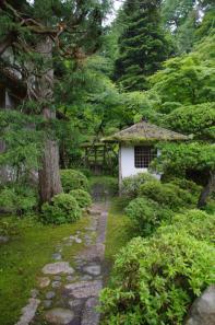 絲原家庭園の延段