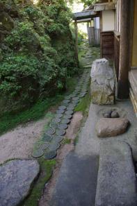 古門堂露地の延段