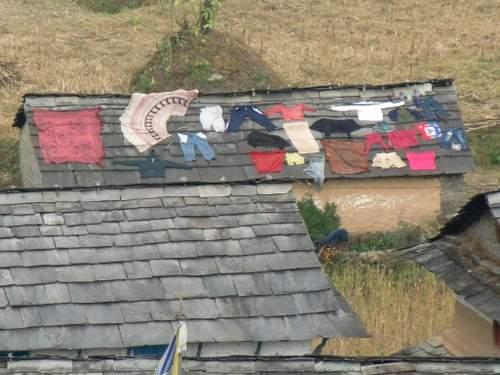 屋根の洗濯物