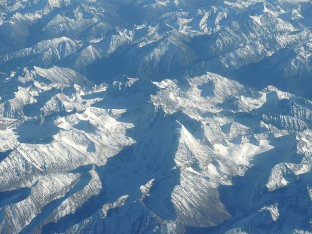 真っ白の山