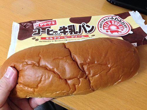 はぁ?給食のパンみたい (゚ロ゚;)