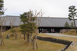 奈良公園と新公会堂