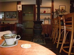 薪ストーブにコーヒー