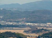 画面中央に見える赤い大鳥居 稲荷神社
